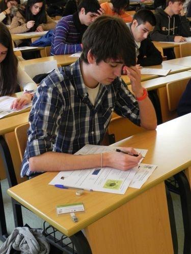 galicia_2012_alumnos_aula_exámenes